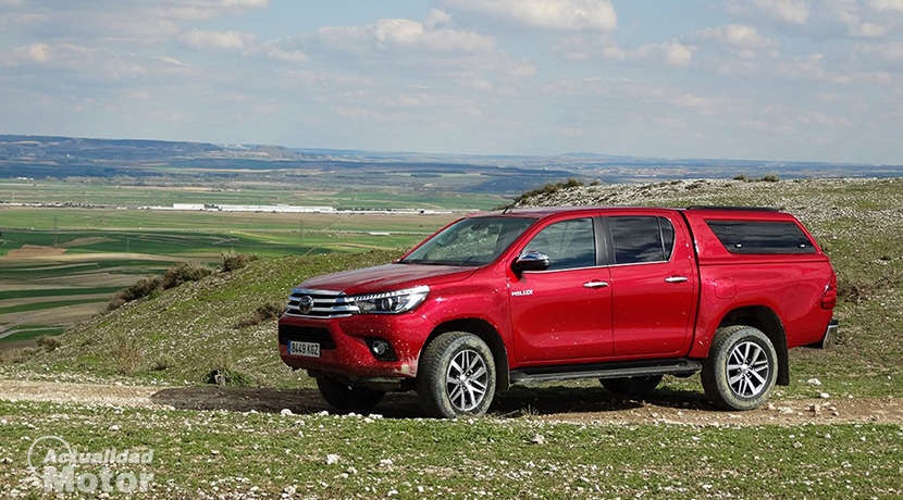 Test Toyota Hilux offroad